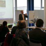 Prof. Kubis ehrt die Absolvent*innen
