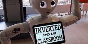 Roboter Yuki mit ICM-Logo