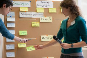 BarCamp: Sessionplanung an Pinnwand