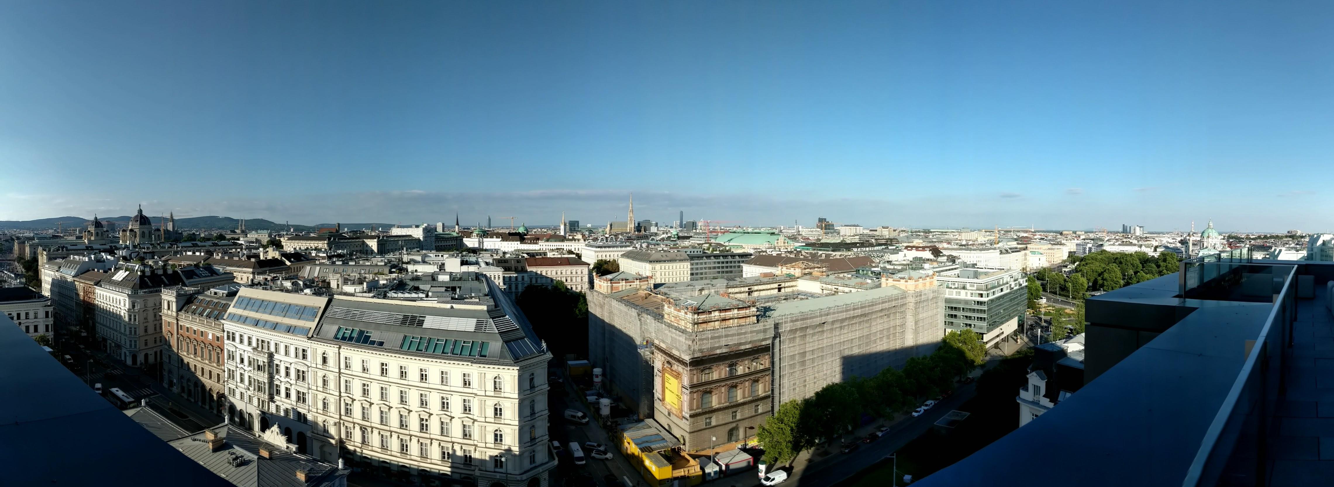 Foto vom Ausblick über Wien aus dem Konferenzsaal TUtheSky der TU Wien.