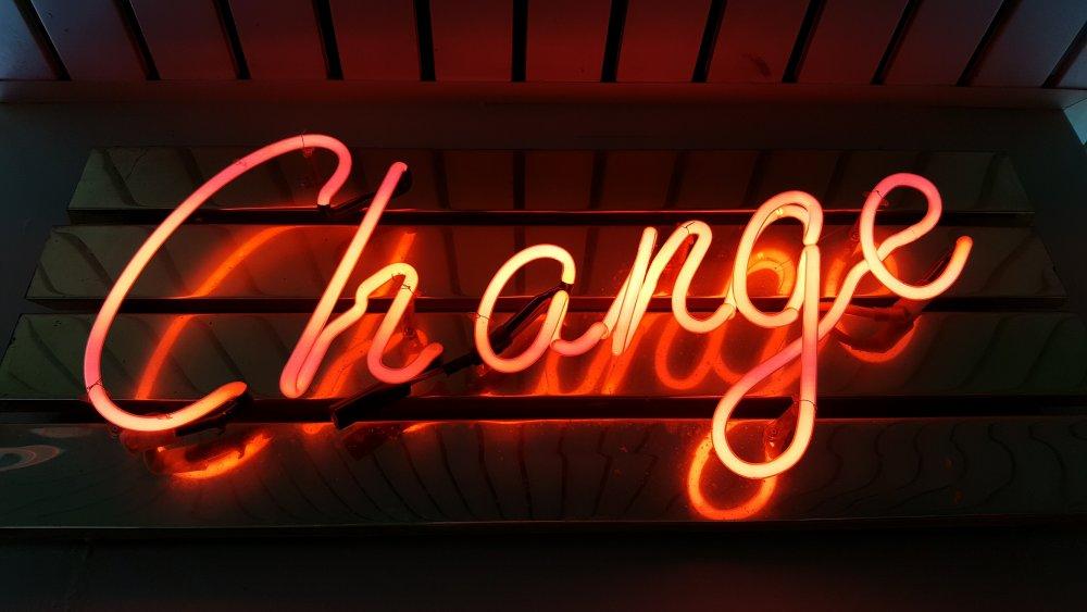 Das Wort Change als Neonzeichen