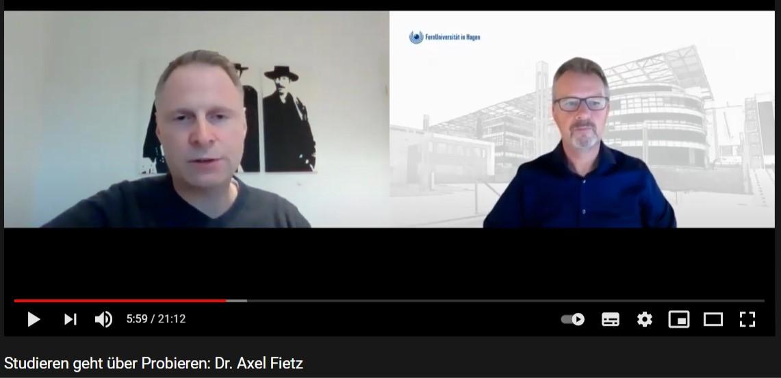 Screenshot aus einem Videointerview von Professor Littkemann mit einem Absolventen des Lehrstuhls